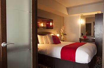 Chambre confortable de l'Hôtel Le Saint-Sulpice