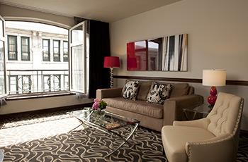 Suite Deluxe avec vue sur le Vieux-Montréal de l'Hôtel Le Saint-Sulpice