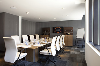 Executive meeting room at Le Saint-Sulpice Hôtel Montréal