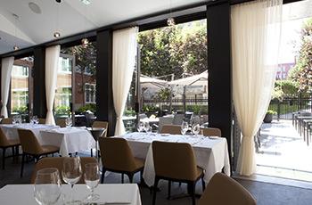 Restaurant Sinclair avec fenêtres qui s'ouvrent de l'Hôtel Le Saint-Sulpice