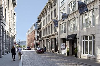 Rue St-Sulpice devant l'Hôtel Le Saint-Sulpice