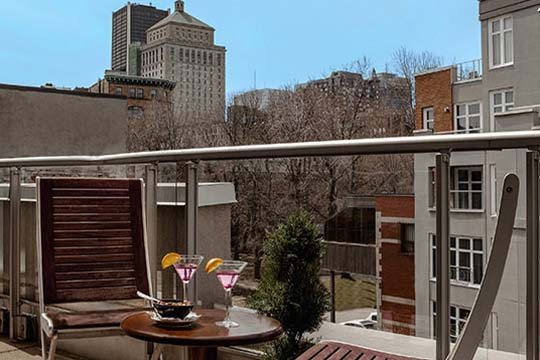 Deluxe Suites with Balcony in Old Montreal