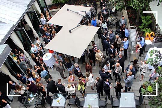 Profitez d'un grand événement privé à Montréal avec l'ouverture de notre terrasse au Saint-Sulpice Hôtel Montréal.