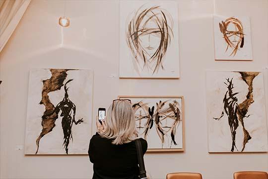 Vernissage Jean-Claude Poitras lors d'une exposition privée au Saint-Sulpice H?tel