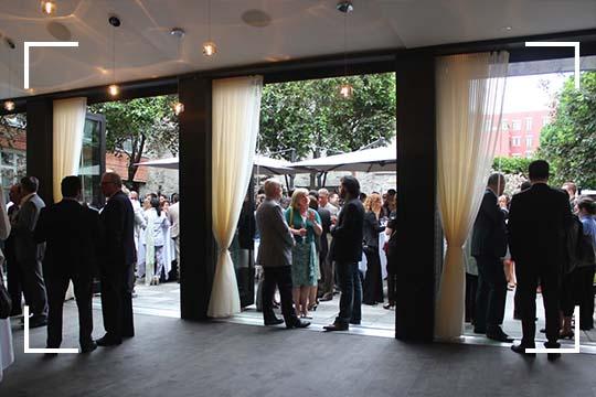 La terrasse du Saint-Sulpice Hotel montréal est idéale pour l'organisation de votre prochain événement privé