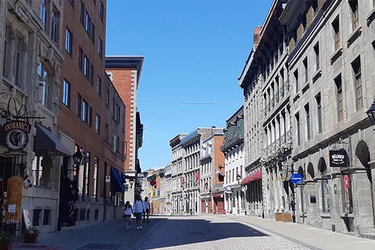 Réservez un tour privé guidé avec guidatour et séjournez au saint-sulpice hôtel Montréalguidé, guidatour , vieux montréal , Le Saint-Sulpice Hotel dans le Vieux-Montréal