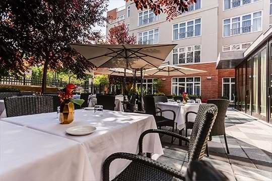 Restaurant terrasse Oskar dans le Vieux-Montréal