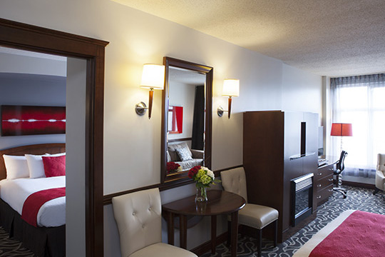 Deluxe Suites with Fireplace in Old Montreal
