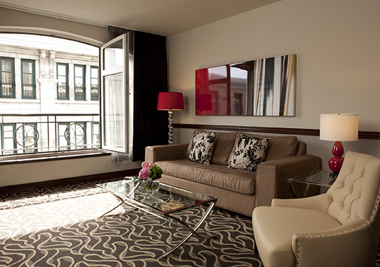 Deluxe Suites with large Open Window in Old Montreal