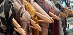Procurez-vous un des magnifiques foulards pour l'hiver au Magasin Général ou au Saint-Sulpice Hôtel Montréal